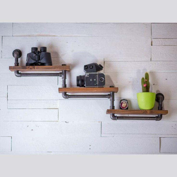 Полки деревянные КАССКАД на железных креплениях. Возможно собрать любое количество и конфигурацию для нужной площади стены. Можно использовать в гостиной, кухне или в спальне для мелочей, небольших книг, цветочных горшков и любой утвари. Количество каскадов может быть увеличено.  http://dyatelbober.ru/predmet/sistema-polok-kasskad  #dyatelbober #дятелбобер #loft #лофт #крафт #кантри #horeca
