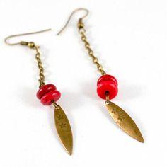 Boucles d'oreilles perles howlite rouge et pendant navette estampe