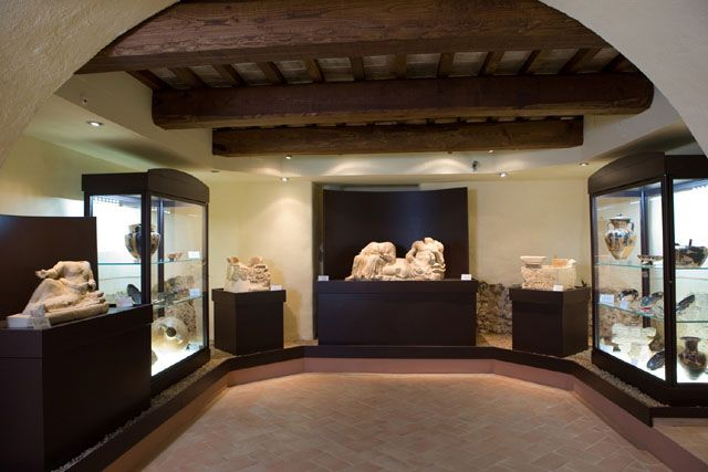 Sarteano Museo Archeologico Sala dei cinerari in pietra fetida