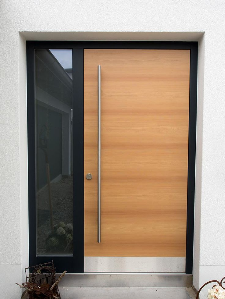 Moderne Haustüren müssen neben einer ansprechenden Optik auch modernsten Sicherheits- und Energiesparstandards genügen.