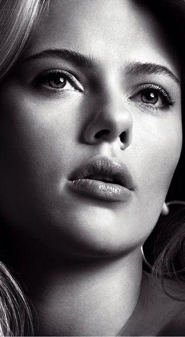Scarlett Johansson ( close-up )