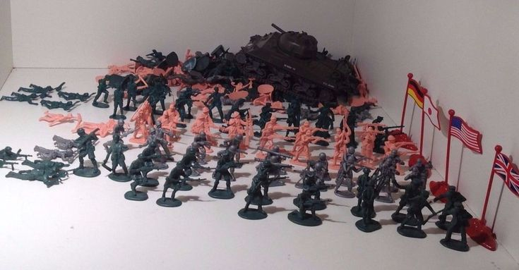 LOT Vintage Military Army PLASTIC SOLDIERS War Figures & Popak US TANK - 2 LBS #Unknown