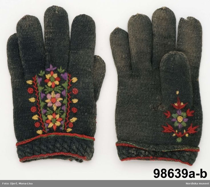 Twined knitted mittens with embroidery. Äppelbo, Sweden.
