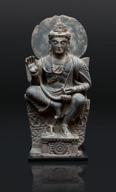 A very rare and impressive Gandhara figure 'Avalokiteshvara' Gandhara-region/Pakistan, 2nd/3rd cent.
