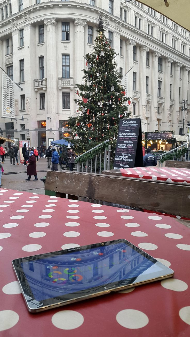 Budapest Vörösmarty tér, Karácsonyi vásár