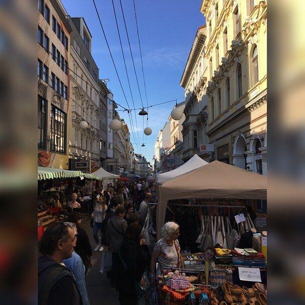 #flohmarkt #neubaugasse #vienna #austria #igers #igersvienna #igersaustria #discoveraustria #igersoftheday #ig_vienna #GegenHassImNetz #aufstehn #picoftheday #instagood #photooftheday #travelshoteu #instagram #instasize #instasquare