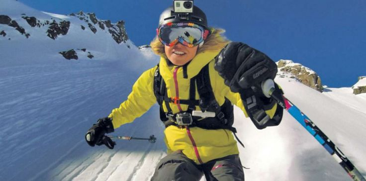 Votre copain ou votre copine est fan de ski ou de snowboard ? Il adore les sports de glisse et il a toujours rêvé de filmer et partager ses performances ? Alors pensez à une caméra sportive. Ces caméras ultra compactes se fixent sur un casque, des lunettes ou sur une perche pour capturer les meilleurs moments de glisse. Ultra résistantes, elle filmeront avec une résolution en 4K pour des qualités d'images vidéos incroyables ! Nous vous conseillons l'un de ces modèles, excellent rapport…