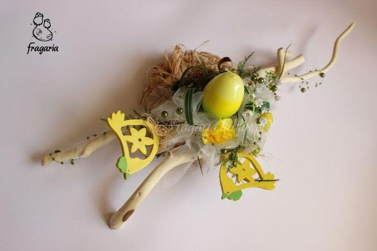 Kochani, Wielkanoc za progiem, pracy nie brakuje. Ponieważ dzień mimo wszystko jest dla mnie za krótki… szybciutki opis zdjęcia. Stroik na bazie kółeczka, lekka forma, świeczka, delikatna kon…
