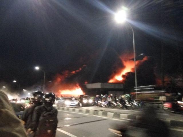 Kebakaran di kios Pasar Senen terjadi sekitar pukul 04.43 WIB  PT Rifan Financindo Berjangka       Kebakaran kios asesoris di lantai dasar...