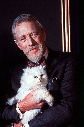Max von Sydow and his long-haired white cat. Love (LOVE) him.