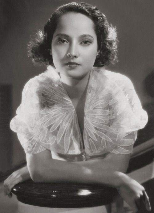 An elegant, beautifully lit photo of British actress Merle Oberon. #vintage #actress #1930s