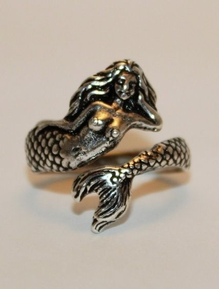 Mermaid ring /lnemnyi/lilllyy66/ Find more inspiration here: http://weheartit.com/nemenyilili/collections/22262382-like-a-lady