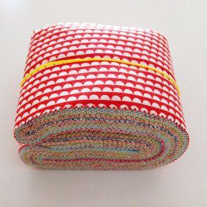 Super leuk deze Scrap bags van Moda. In het zakje zit een hele rol met op elkaar afgestemde stoffen. Lampjes waarmee je kleine projecten kunt maken of bijvoorbeeld een quilt.