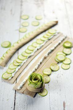 Dorian cuisine.com Mais pourquoi est-ce que je vous raconte ça... : Mini-tartelettes aux roses de courgettes et au Chavroux, parce que le printemps arrive enfin !
