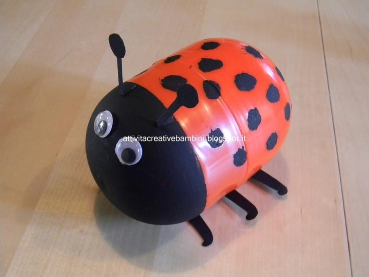 """""""Attività Creative Per Bambini: coccinella con i contenitori delle sorprese""""...ladybug made with the containers of surprises of chocolate eggs and snacks"""