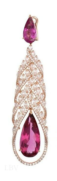 Chopard Red Carpet Collection earrings featuring pear-shaped ubellites surrounded by diamonds, set in rose gold   LBV S14 ♥✤
