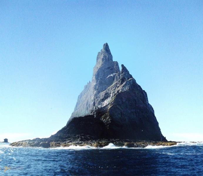 Болс-Пирамид – #Австралия #Новый_Южный_Уэльс (#AU_NSW) Болс-Пирамид - самый высокий вулканический утес на земле.  ↳ http://ru.esosedi.org/AU/NSW/1000085037/bols_piramid/