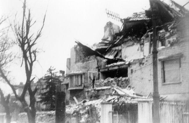 """""""Villa Ast"""" nach einem Bombentreffer im 2. Weltkrieg"""