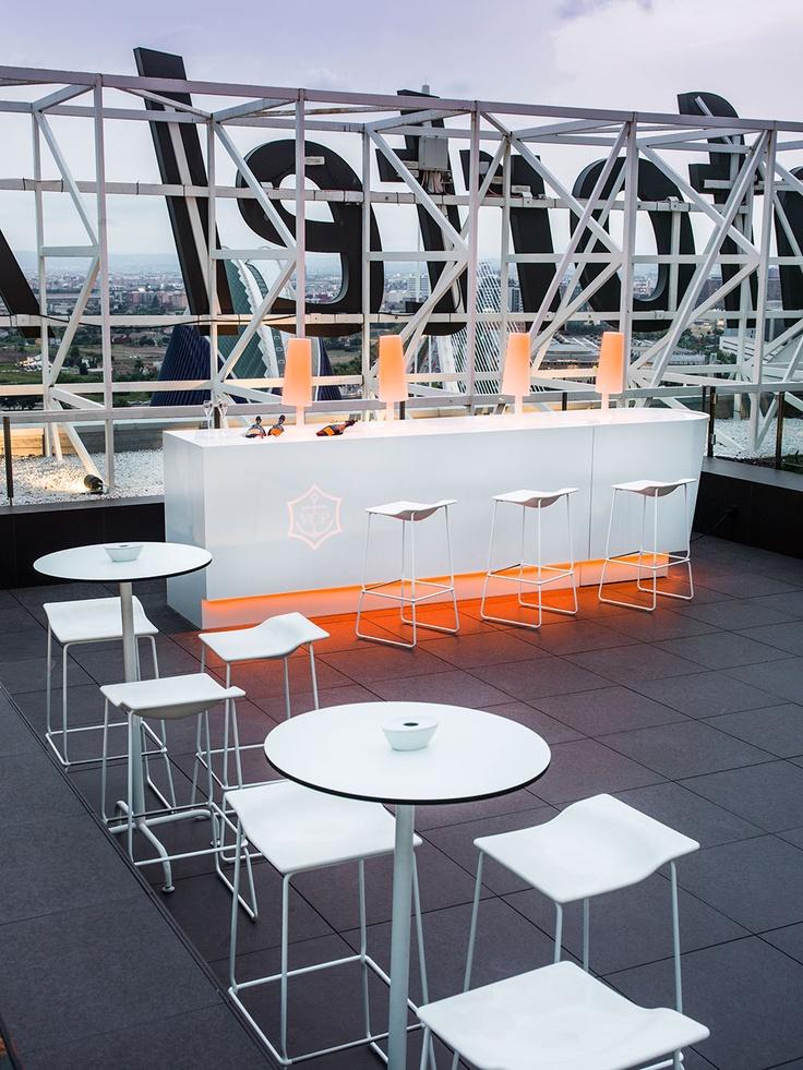 Fraaie KRION toepassing op dakterras van Restaurant Vertical-Terraza (Valencia), meer info via www.krion.com