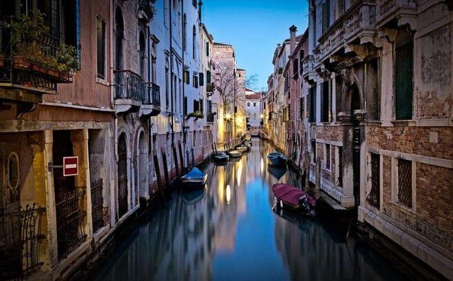 Il viaggio alla scoperta della città che riempie il cuore, tra calle e mare, una città di Arte che sfoggia il suo splendore da secoli.