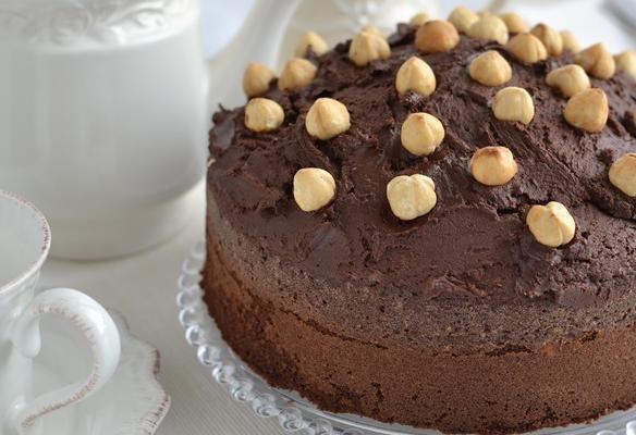 Se siete golosi di #cioccolato allora questo non più che essere il dolce perfetto per voi: torta crema di nocciole e cioccolato.  Un'esplosione di gusto e una dolcezza irresistibile…  Clicca e scopri la #ricetta...