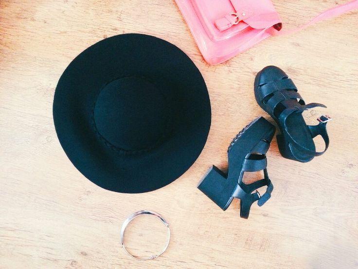 Hat shoes necklace bag