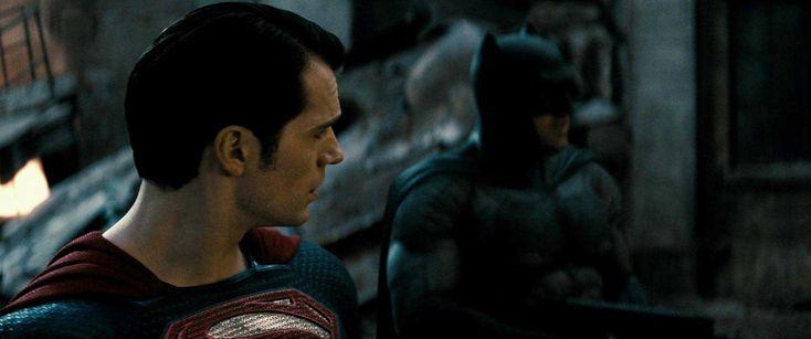 Batman V Superman – Il riferimento al Joker e altre curiosità nel nuovo trailer