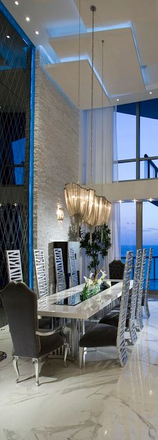Lolo: Stunning Home Interiors, modern dining