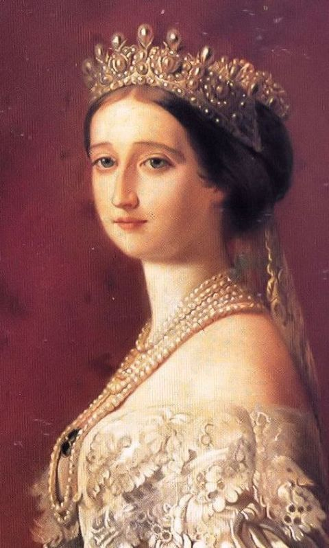 Close-up of Winterhalter's portrait of Empress Eugénie wearing the Grand Pearl Diadem.