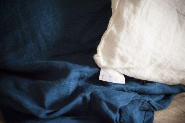 sengesett av lin | marineblå