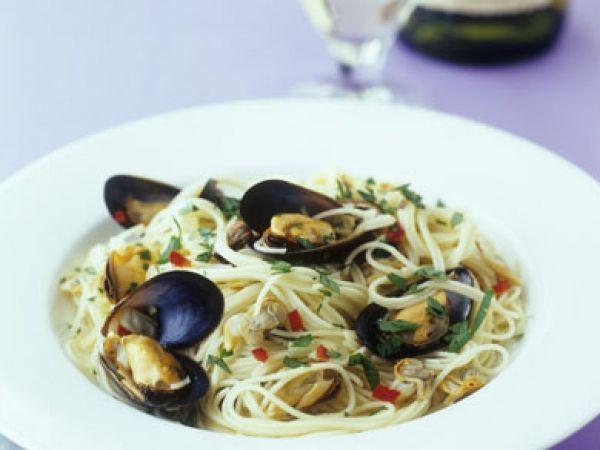 Spaghetti met mosselen en chilipeper - Libelle Lekker!