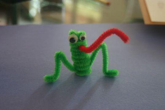Pipe Cleaner Frog http://www.kesekolah.com/tutorial/lain-lain/katak-dari-kawat-bulu.html