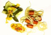 Mittagsgericht für Kinder - Kraken aus Dinkelspaghetti mit Geflügelwienern dazu eine leichte Frischkäsesoße mit Paprika. Das Rezept und die Nährwerte findest du auf meinem Blog.