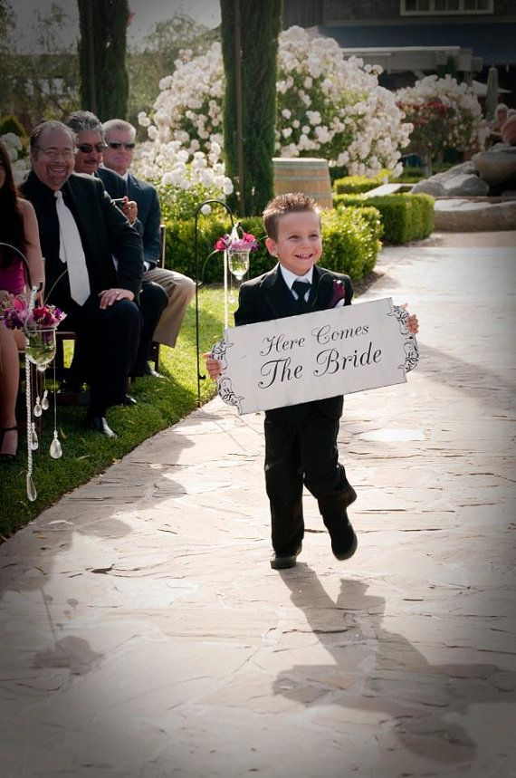 Super cute! For the flower bearer to do before the bride comes in.