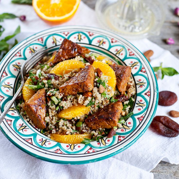 Discover tempeh with this delicious vegan Moroccan quinoa salad topped with orange infused tempeh! #vegan #plantbased #recipe