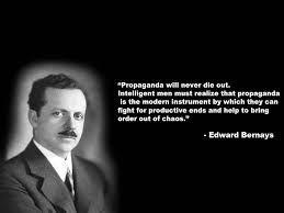 Edward Bernays, nebot de Sigmund Freud, també es  pare de les relacions públiques pel seu treball en la dècada de 1920. Va prendre l'enfocament que el públic havia de ser entés i va convéncer a veure les coses des de la perspectiva del client amb atenció