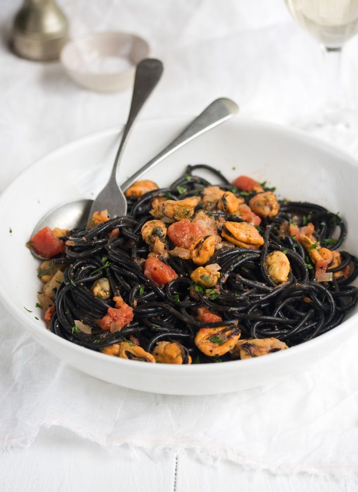 mussels and squid ink spaghetti - this stopped me dead in my tracks, I'd L.O.V.E. to try making this!!!!