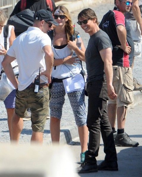 Tom Cruise Photos Photos - Tom Cruise films 'Mission: Impossible 5' in London. - Scenes from the 'Mission: Impossible 5' Set