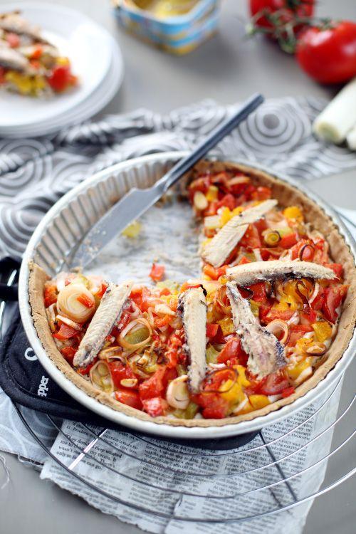 Tarte aux légumes et sardines (poivrons, tomates, blancs de poireaux, ricotta, menthe)