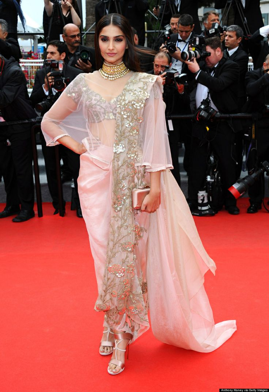Sonam kapoor in anamika khanna. Cannes 2014