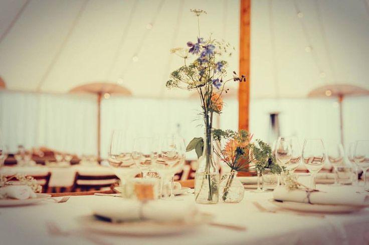 Wedding flowers - diner - garden party - lovely - tent - moed events - weddingplanner