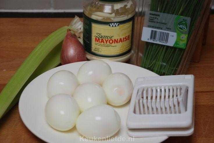 Dit is echt de allerlekkerste eiersalade die er is en bovendien super makkelijk om te maken! Heerlijk op een toastje als hapje of als broodbeleg.
