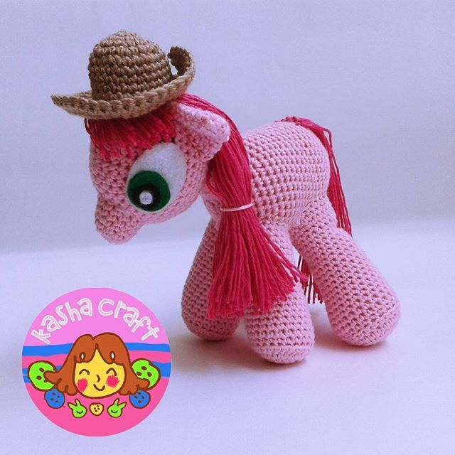 Amigurumi Little Pony  Tinggi 12 cm Panjang 12 cm Lebar 8-10 cm  Pattern by knitoneawesome