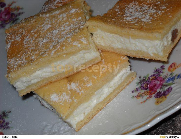 Nejdříve si uděláme náplň: utřeme tvaroh s vanilkovým cukrem, přidáme krupici a citronovou kůru i rozinky. Bílky vyšleháme do hustého sněhu,...