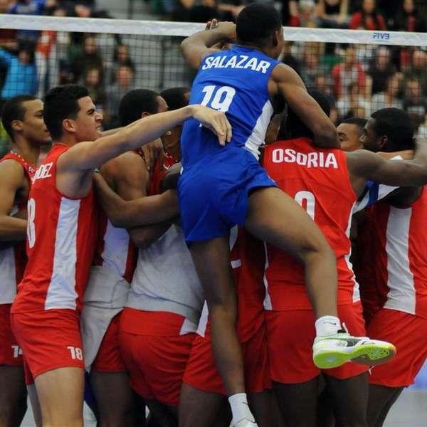 Cuba volta às Olimpíadas no vôlei masculino após 16 anos. http://esportes.terra.com.br/volei/cuba-se-garante-no-rio-e-volta-aos-jogos-no-volei-masculino-apos-16-anos,ad59dd1079ea50deaae6abb0e82fe4ffdl2rq8y3.html