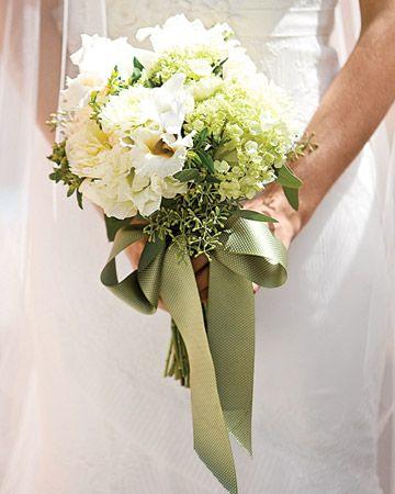 17 best images about bouquets mari e blanc white wedding bouquet on pinterest bride. Black Bedroom Furniture Sets. Home Design Ideas