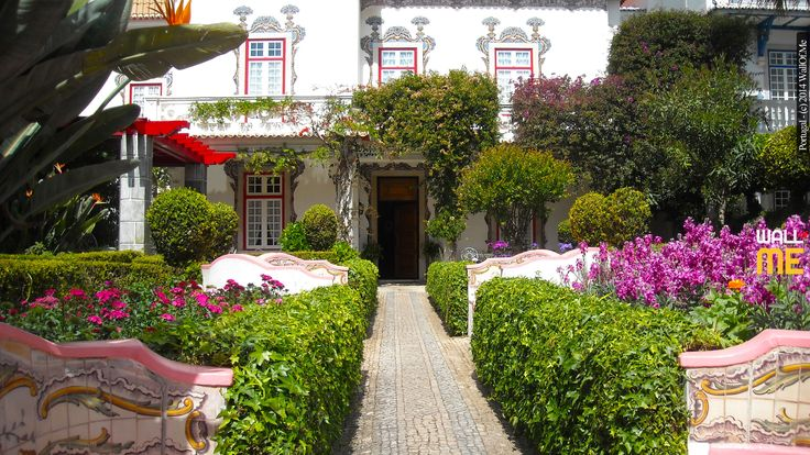 2014, week 29. House with flowers, Cascais - Portugal. Picture taken: 2009, 04
