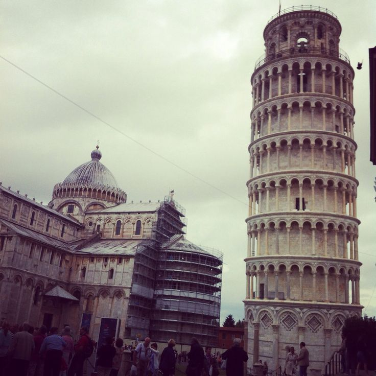Leaning tower. Pisa.