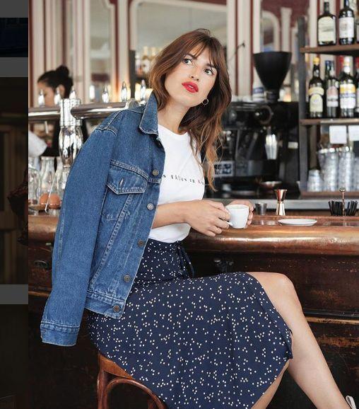 White graphic t-shirt+navy printed midi skirt+heels+denim jacket+earrings. Pre-F…