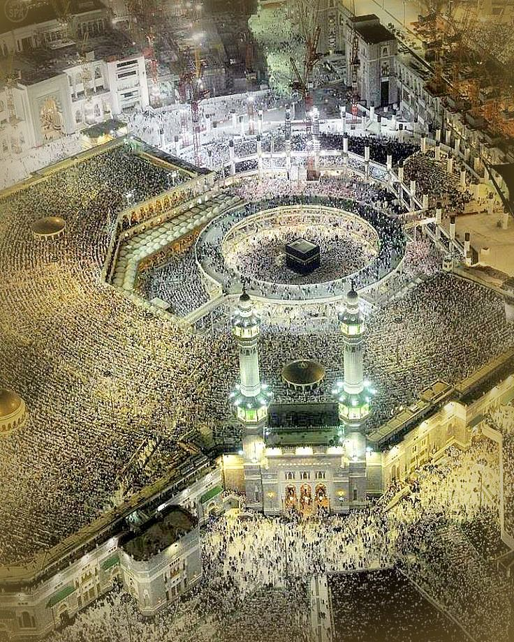 The beautiful Kabah, That is in the heart of every muslim.. I want to go there for as many times as Allah will grant me to go .. Have the world seen any better place than this before???